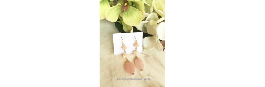 Orecchini con perle e cristalli fatti a mano
